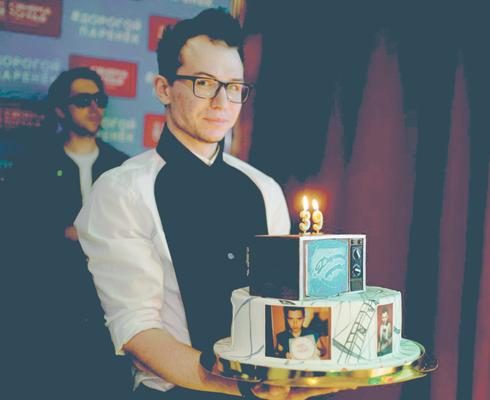 Роме зверю подарили на день рождения «голубой огонек»