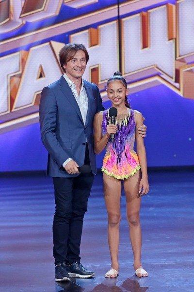 Сергей безруков приехал на съемки шоу «ты супер! танцы» поддержать 12-летнюю участницу