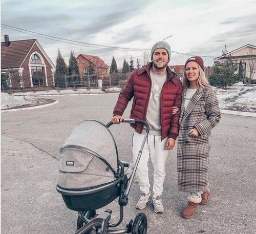 Соколовский и дакота с дочерью обустраиваются в новом загородном доме