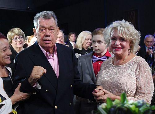Супруга караченцова рассказала, как их вытаскивали за ноги из машины