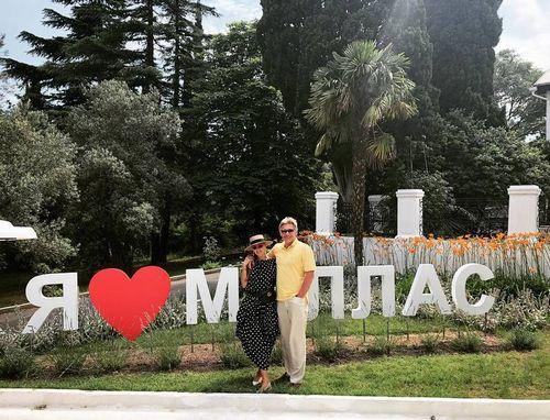 Татьяна навка и дмитрий песков проводят отпуск в крыму