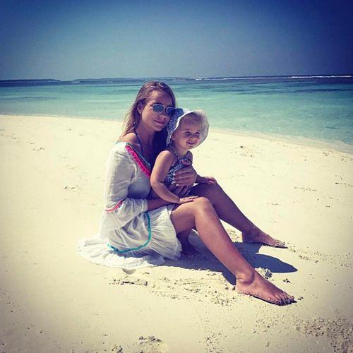 Татьяна навка показала трогательные снимки с трехлетней дочерью с отдыха