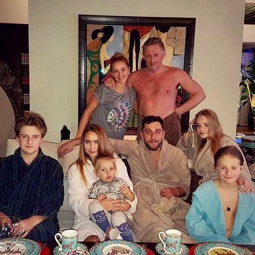 Татьяна навка прокомментировала вызвавшее резонанс фото мужа после бани
