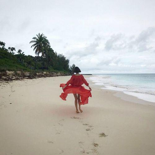 Возлюбленная данилы козловского поделилась пляжным фото с отдыха