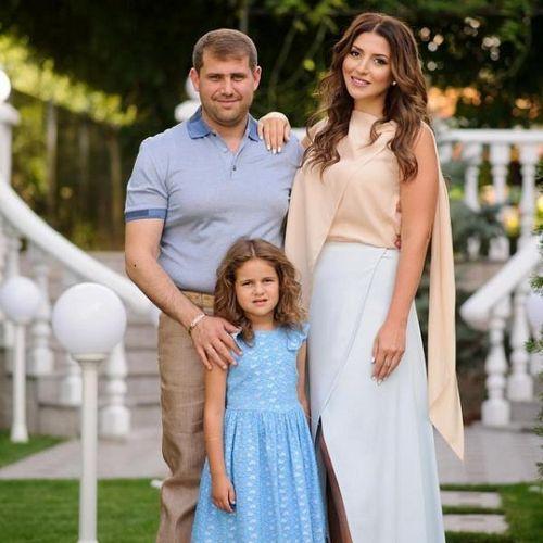 Жасмин поздравила свою дочь маргариту с днем рождения и опубликовала милые семейные фотоснимки