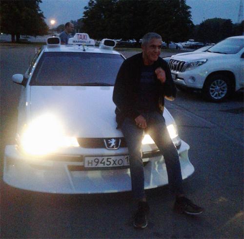 Звезда фильма «такси» впервые показал россиянам возлюбленную