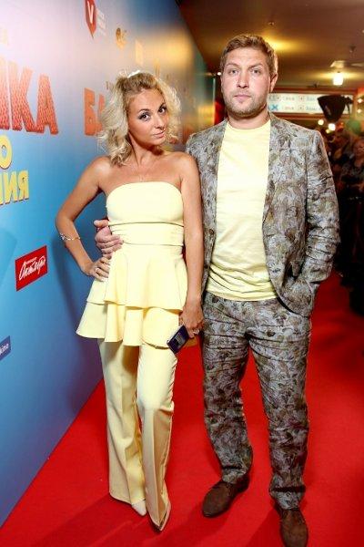 Звезда «счастливы вместе» дарья сагалова впервые за долгое время вышла в свет с мужем
