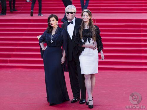 Звездный бэкстейдж ммкф: как актрисы подбирали наряды