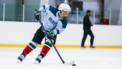 Звезды сыграли в хоккей с воспитанниками детских домов